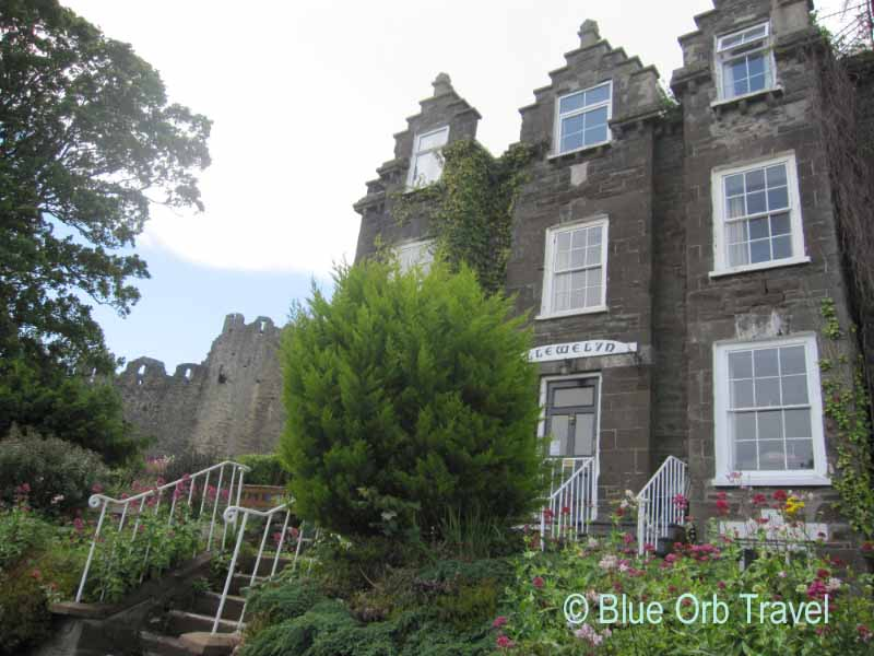 Llys Llewelyn Guest House Next to the Old Town Walls